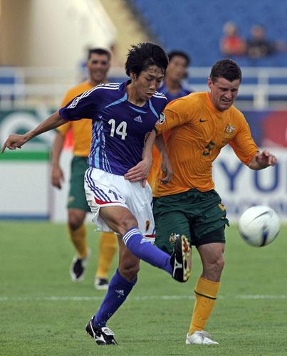 图文-[亚洲杯]日本VS澳大利亚中村宪刚体力不支