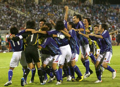图文-日本点球大战5-4胜澳洲晋级为何如此开心?