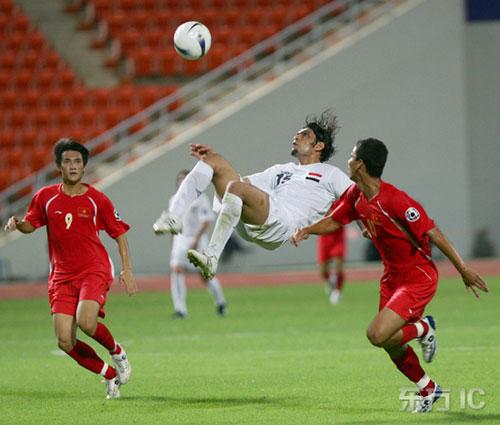 图文-[亚洲杯]伊拉克队VS越南队雷赫马倒挂金钩