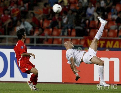 图文-[亚洲杯]伊拉克队VS越南队巴塞姆倒挂金钩