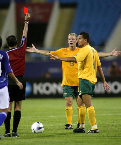图文-日本点球大战5-4胜澳洲晋级格雷拉被红牌罚下