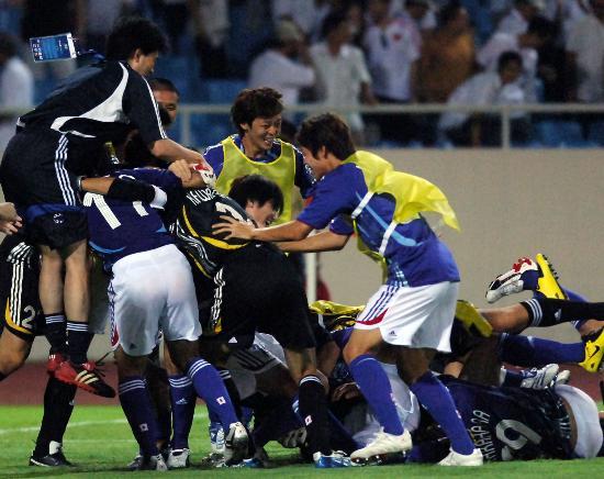 图文-日本点球淘汰澳大利亚进四强日队员享受快乐