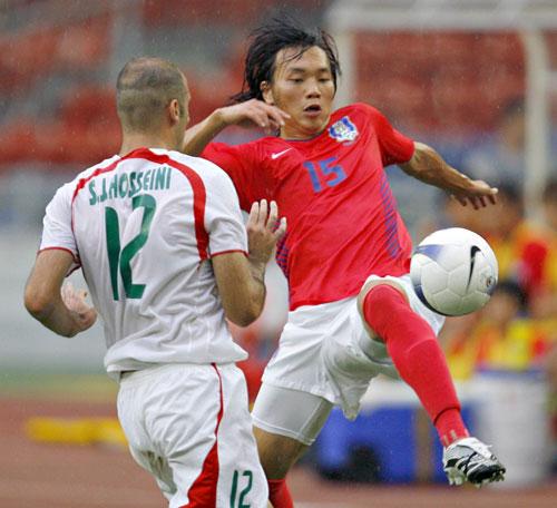 图文-[亚洲杯]伊朗队VS韩国队金志宇轻松控球