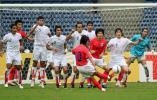 图文-[亚洲杯]伊朗队VS韩国队李天秀精准任意球