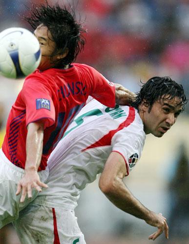 图文-[亚洲杯]伊朗队VS韩国队李天秀体力不支