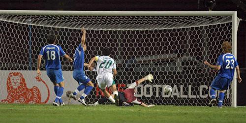 图文-[亚洲杯]沙特VS乌兹别克卡赫塔尼进球瞬间