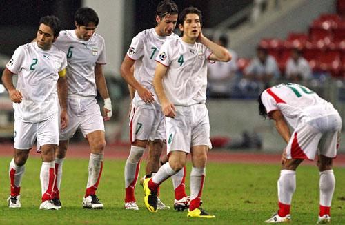 图文-韩国点球4-2伊朗晋级四强伊朗队员垂头丧气