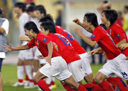 图文-韩国点球4-2伊朗晋级四强这是要奔向哪里?