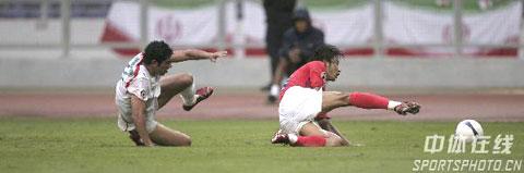 图文-[亚洲杯]伊朗VS韩国拼抢激烈人仰马翻