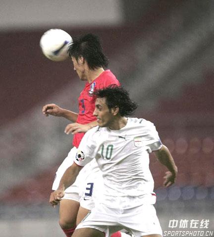 图文-[亚洲杯]伊朗VS韩国卡提比争顶处下风