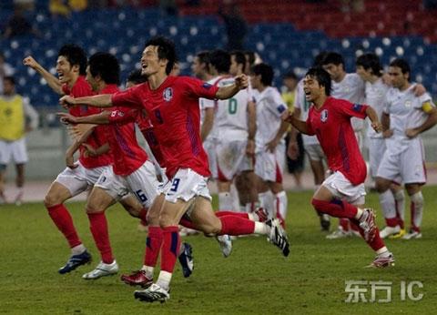 图文-韩国点球4-2伊朗进四强两队心情形成鲜明对比