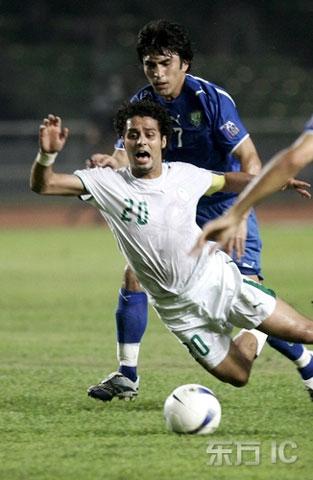 图文-[亚洲杯]沙特VS乌兹别克亚希尔被绊倒