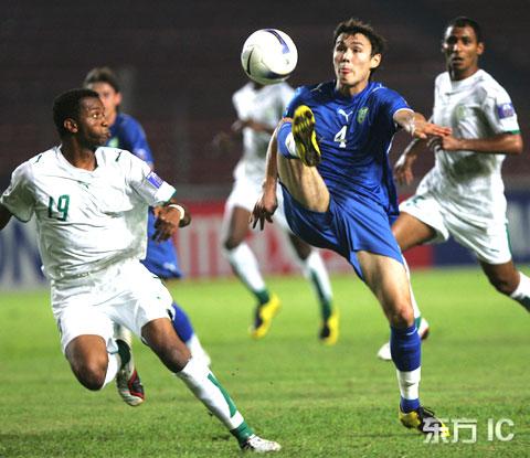 图文-[亚洲杯]沙特VS乌兹别克伊布拉吉莫夫控球