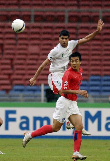 图文-韩国点球4-2伊朗晋级四强雷扎伊飞身拼抢