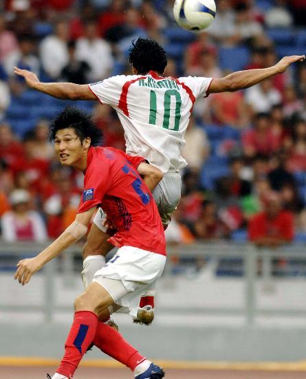 图文-韩国点球4-2伊朗晋级四强姜敏寿对抗卡提比