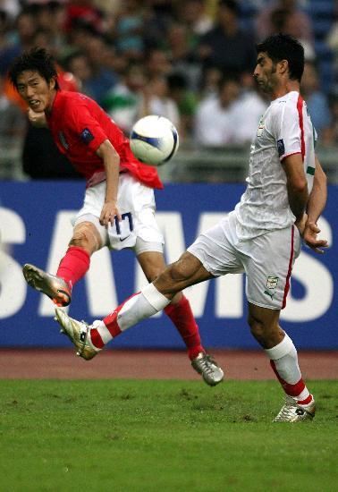 图文-韩国点球4-2伊朗晋级四强金正友拔腿怒射