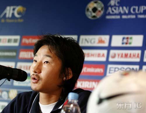 图文-韩国队半决赛前新闻发布会李天秀倾听提问
