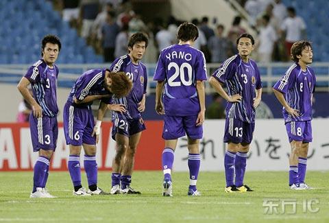 图文-沙特3-2胜日本挺进决赛日队员垂头丧气