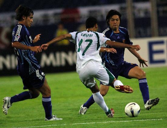 图文-沙特3-2淘汰日本进决赛泰塞尔强行起脚