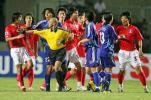 图文-[亚洲杯]韩国队6-5日本与裁判发生正面冲突