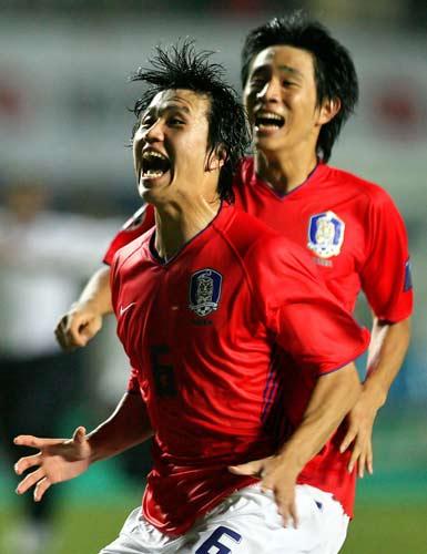 图文-[亚洲杯]韩国队6-5日本队无法抑制内心激动
