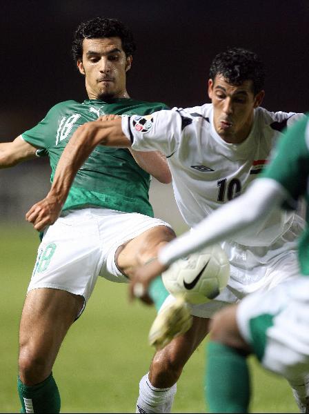 图文-[亚洲杯]伊拉克VS沙特尤尼斯全力阻挡对手