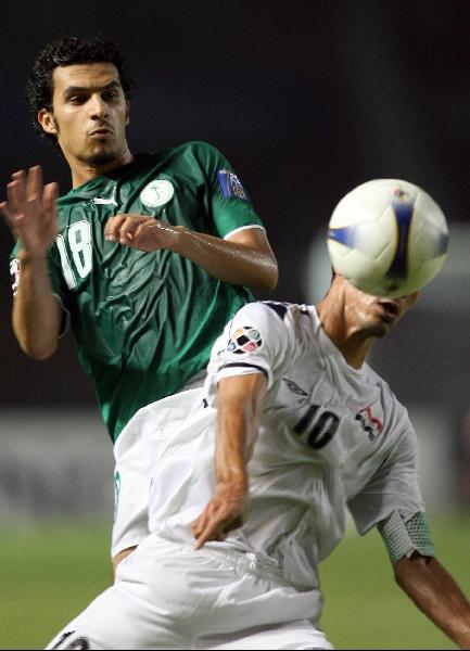 图文-[亚洲杯]伊拉克VS沙特尤尼斯和沙特人争顶