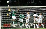 图文-[亚洲杯]伊拉克VS沙特诺尔单手出击化险为夷