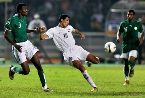 图文-[亚洲杯]伊拉克VS沙特尤尼斯拔腿怒射