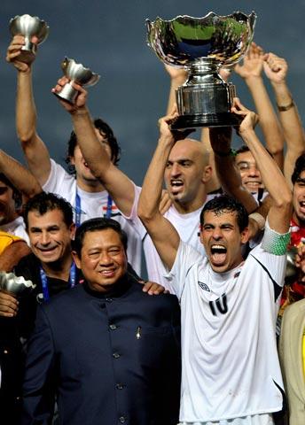 图文-伊拉克夺得亚洲杯冠军初尝亚洲冠军激情难抑