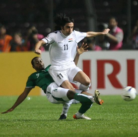 图文-[亚洲杯]伊拉克1-0沙特哈瓦尔惨遭剪刀脚