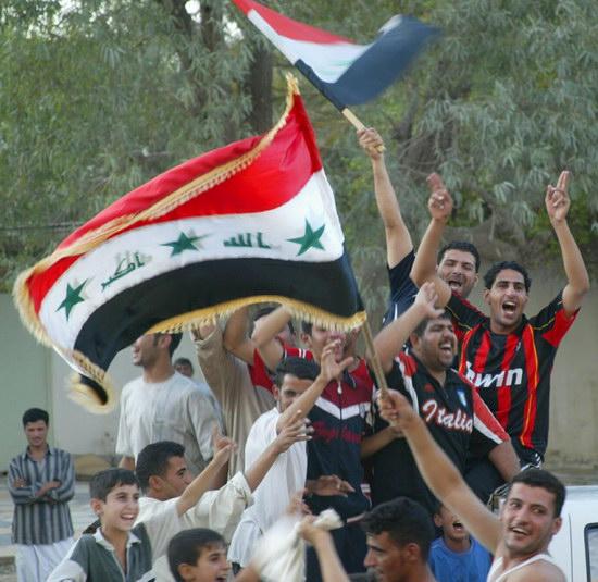图文-伊拉克国民庆祝夺取亚洲杯欢乐写在每个人脸上