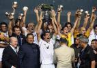 图文-伊拉克夺亚洲杯冠军尤尼斯举起亚洲王者象征