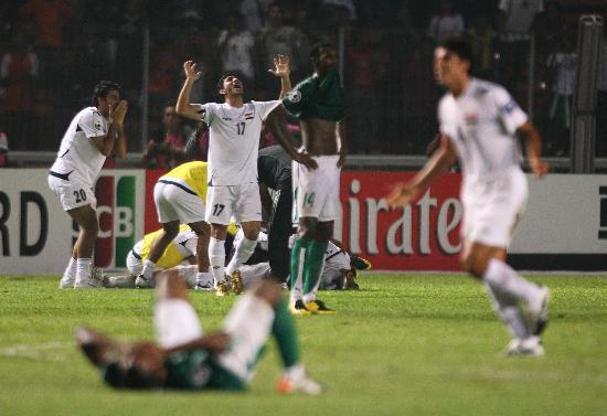图文-伊拉克夺得亚洲杯冠军伊拉克队员欢庆夺冠