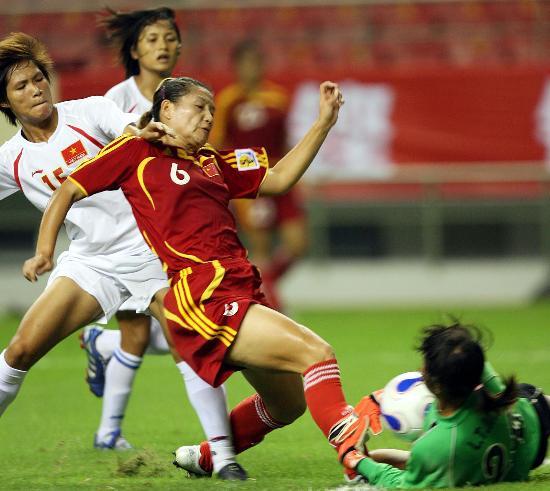 图文-[热身赛]中国女足6-0越南队季婷门前进攻