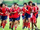 图文-中国女足备战世界杯队员们训练气氛很轻松