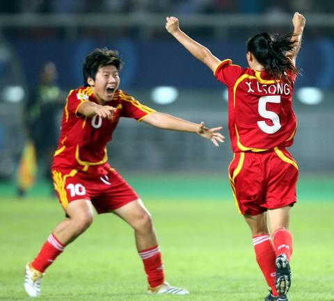 图文-[女足世界杯]中国3-2丹麦马晓旭拥抱宋晓丽