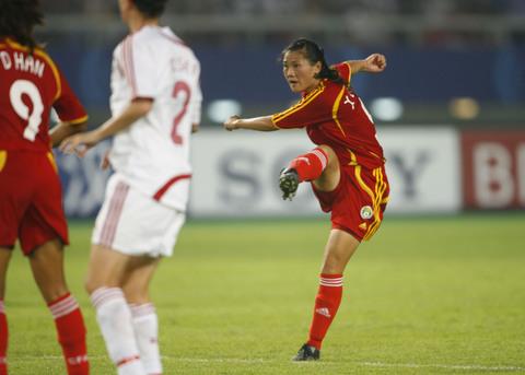 图文-[女足世界杯]中国3-2丹麦宋晓丽射门瞬间