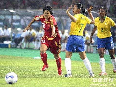 图文-[女足世界杯]中国VS巴西刘亚莉带球突破