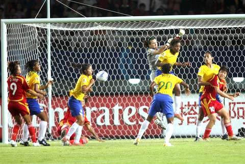 图文-[女足世界杯]中国VS巴西安德蕾娅空中救险