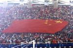 图文-球迷现场助阵中巴女足战看台上飘扬的大幅国旗