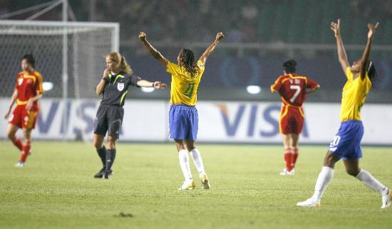 图文-[女足世界杯]中国0-4巴西巴西队员庆祝胜利