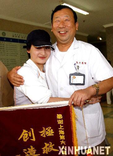 组图-体操选手王燕康复出院情况良好已能站立行走