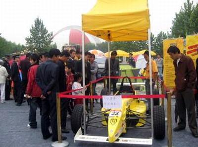 推广赛车运动趣事多威速方程式朝阳公园展(图)