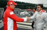图文-F1斯帕试车三日(07.12)莱科宁与阿隆索握手