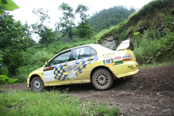 晴隆24道拐汽车爬坡赛 佳通轮胎车队马汉平高清图片