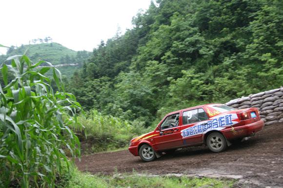 晴隆24道拐汽车爬坡赛 水城信合车队刘远翔高清图片