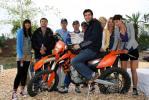 图文-F1车手驾街车纽堡做秀红牛车手改玩摩托