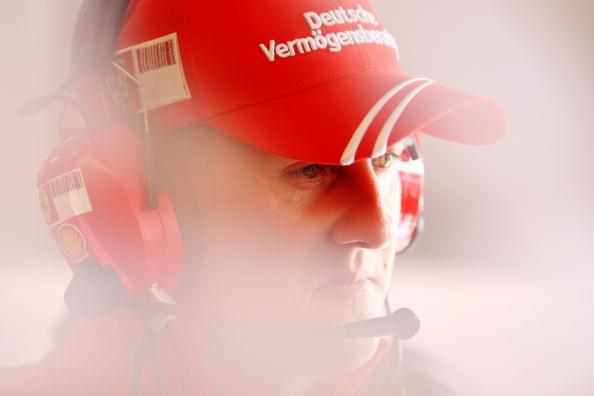 图文-F1欧洲站第二次练习赛德国车王密切关注数据