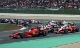 图文-F1欧洲大奖赛正赛发车后第一弯道拥挤不堪